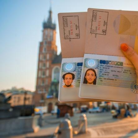 Допомога в легалізації проживання в Польщі